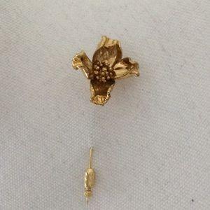 Jewelry - 🌟 Gold dipped dogwood flower stick pin.